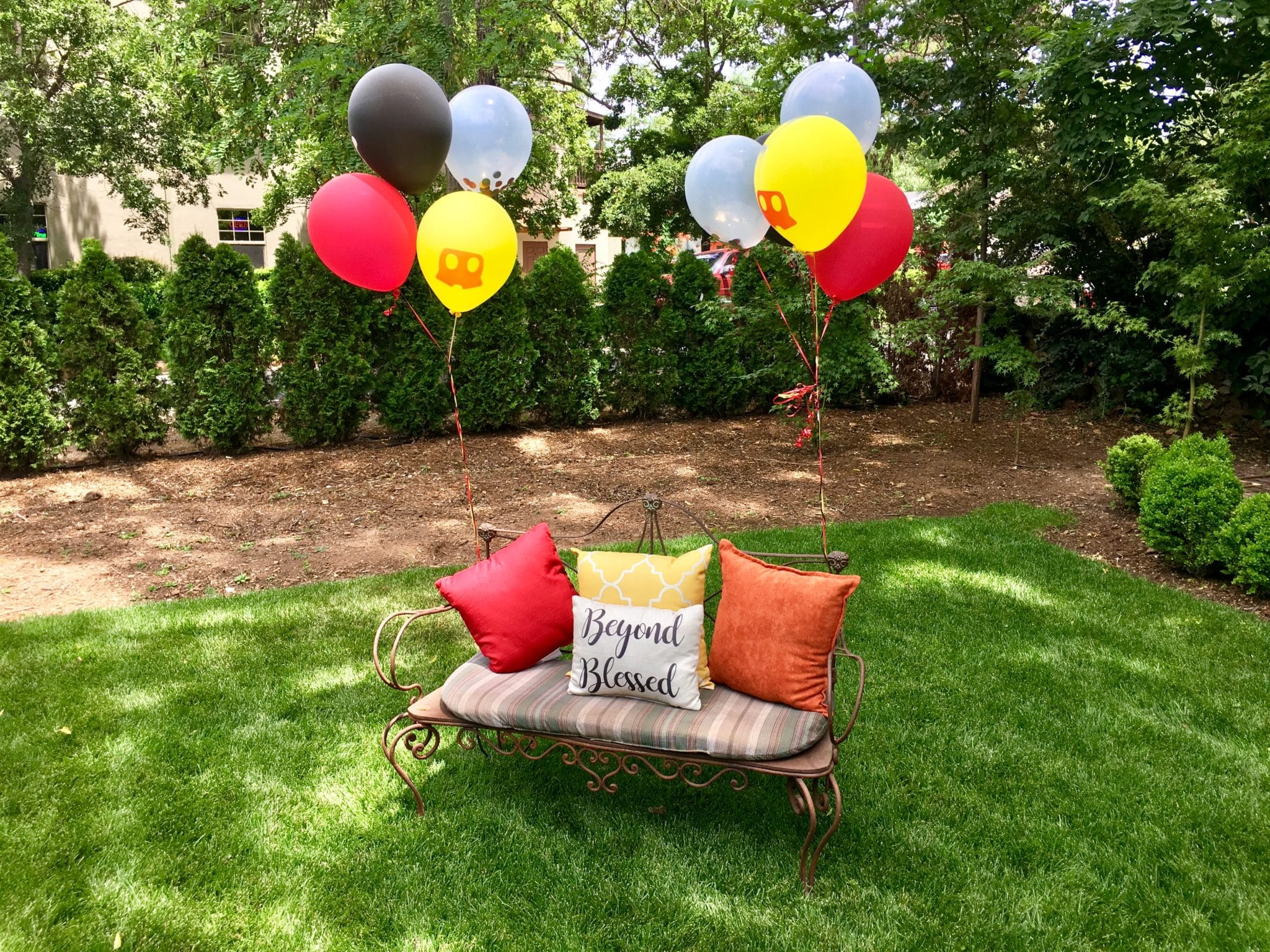 green lawn bench balloons